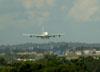 Airbus A380-861, F-WWDD, da Airbus, se aproximando para pousar na pista 27R do aeroporto de Cumbica, em Guarulhos. (22/03/2012)