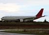 Airbus A330-223, PT-MVU, da TAM, pousando em São Carlos. (27/02/2015)