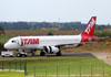 Airbus A320-232, PR-MAC, da TAM. (23/10/2013)