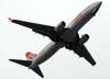 Boeing 737-8EH, PR-GGL, da GOL, se aproximando para pousar no aeroporto de Congonhas, em São Paulo. (28/01/2011)