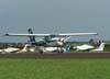 Cessna 152 decolando.