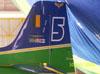 Cauda do Embraer T-27 Tucano número 5, reserva da Esquadrilha da Fumaça.