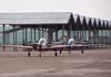 Em primeiro plano, o Embraer T-27 Tucano, FAB 1386, da Academia da Força Aérea, e logo atrás, o Embraer T-27 Tucano, FAB 1329, aeronave número 2 da Esquadrilha da Fumaça.