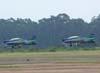 Decolagem de dois Embraer T-27 Tucano. A esquerda, o FAB 1329, aeronave número 2 da Esquadrilha da Fumaça, e a direita, o FAB 1308, aeronave número 1.