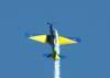 """Embraer EMB-312 Tucano números 7, FAB 1326, comandado pelo Capitão Costa Mattos, designado pela Força Aérea Brasileira como T-27, do EDA (Esquadrão de Demonstração Aérea), conhecido popularmente como Esquadrilha da Fumaça, durante um uma subida para fazer um hammer head. Esta foi a última apresentação de Costa Mattos como """"isolado"""". Ele retornou ao Tucano número 2 (ala direito)."""