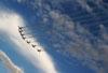 Os sete T-27 Tucanos da Esquadrilha da Fumaça sobrevoando o aeroporto. Foto: Carlos Patrício.