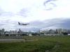 Boeing 737-700 da Rio Sul realizando passagens a baixa altura na pista do Campo de Marte, em São Paulo.
