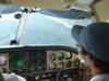 A direita, de boné, o Luís Felipe, na cabine do Piper/Embraer 810C Seneca, PT-EAZ.