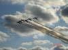 T-27 Tucanos, da Esquadrilha da Fumaça, realizando uma passagem em vôo invertido.