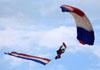 Parquedista do Liberty Parachute Team. (24/07/2012) Foto: Celia Passerani.